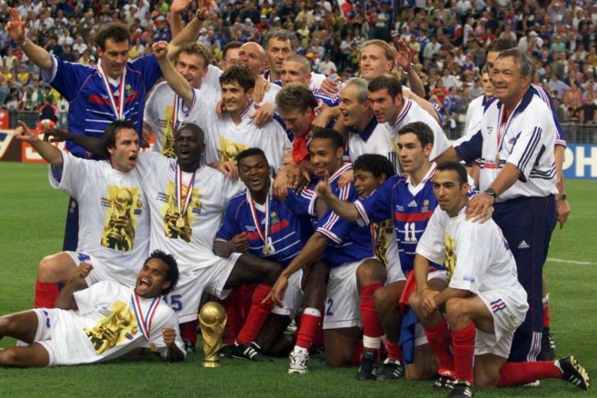 Le-12-juillet-1998-les-Bleus-soulevaient-la-Coupe-du-monde-au-Stade-de-France